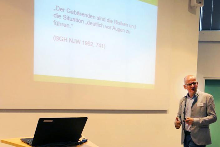 Dr. Roland Uphoff referiert beim Kreißsaal ABC